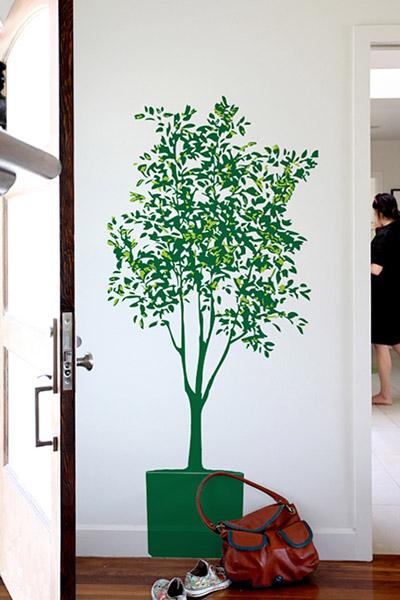 縦長の空間や玄関に最適な高い木のウォールステッカー